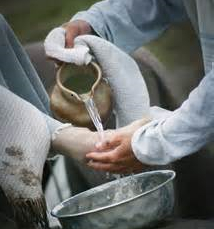 Washing others' feet shows servanthood is path to blessing